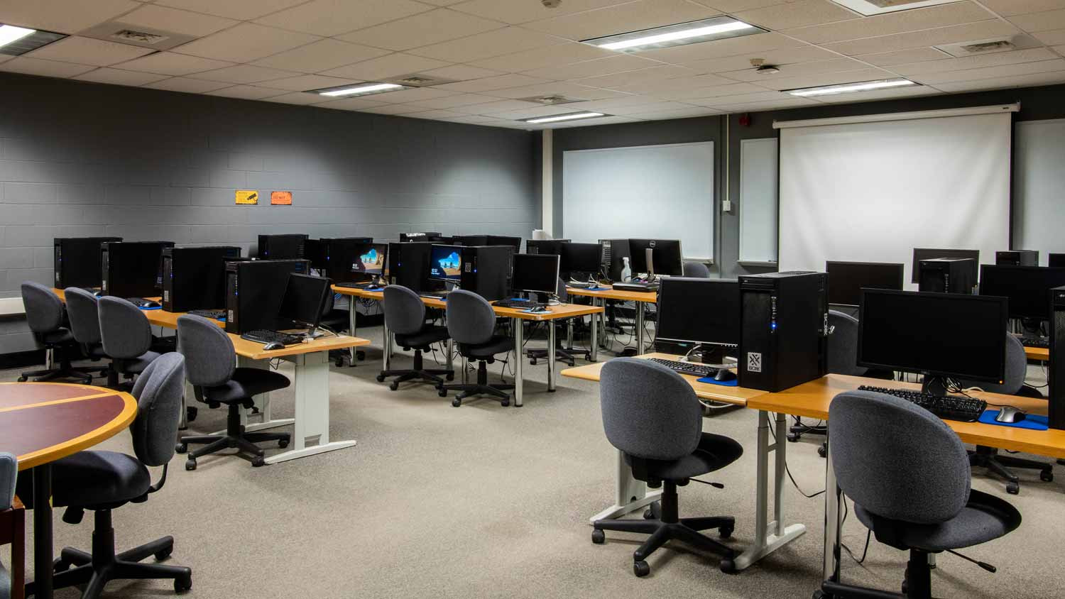 Interior of the Gannett multimedia classroom.