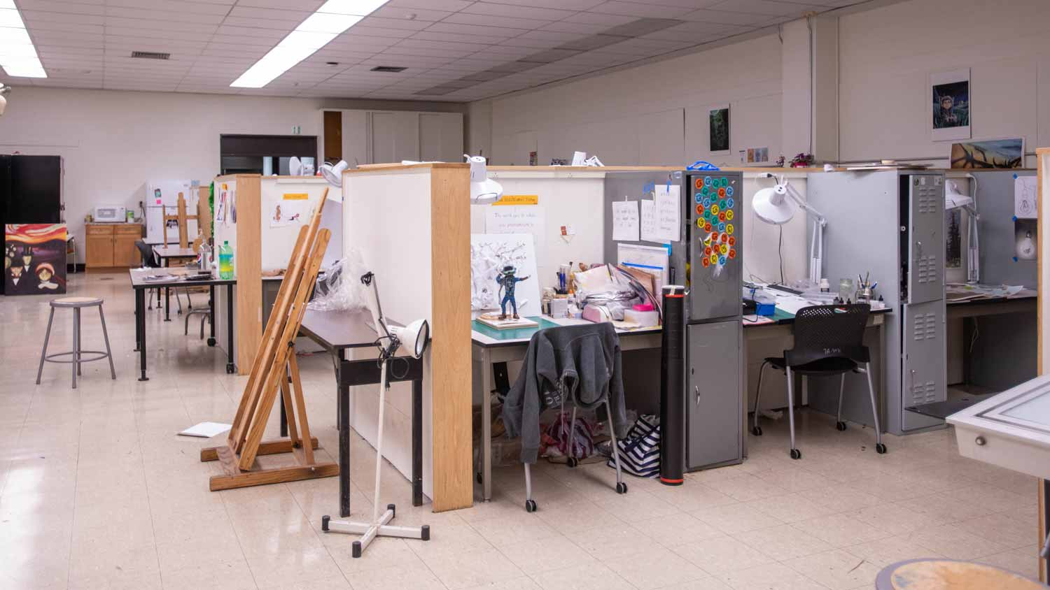 Cubicles with individual art stations