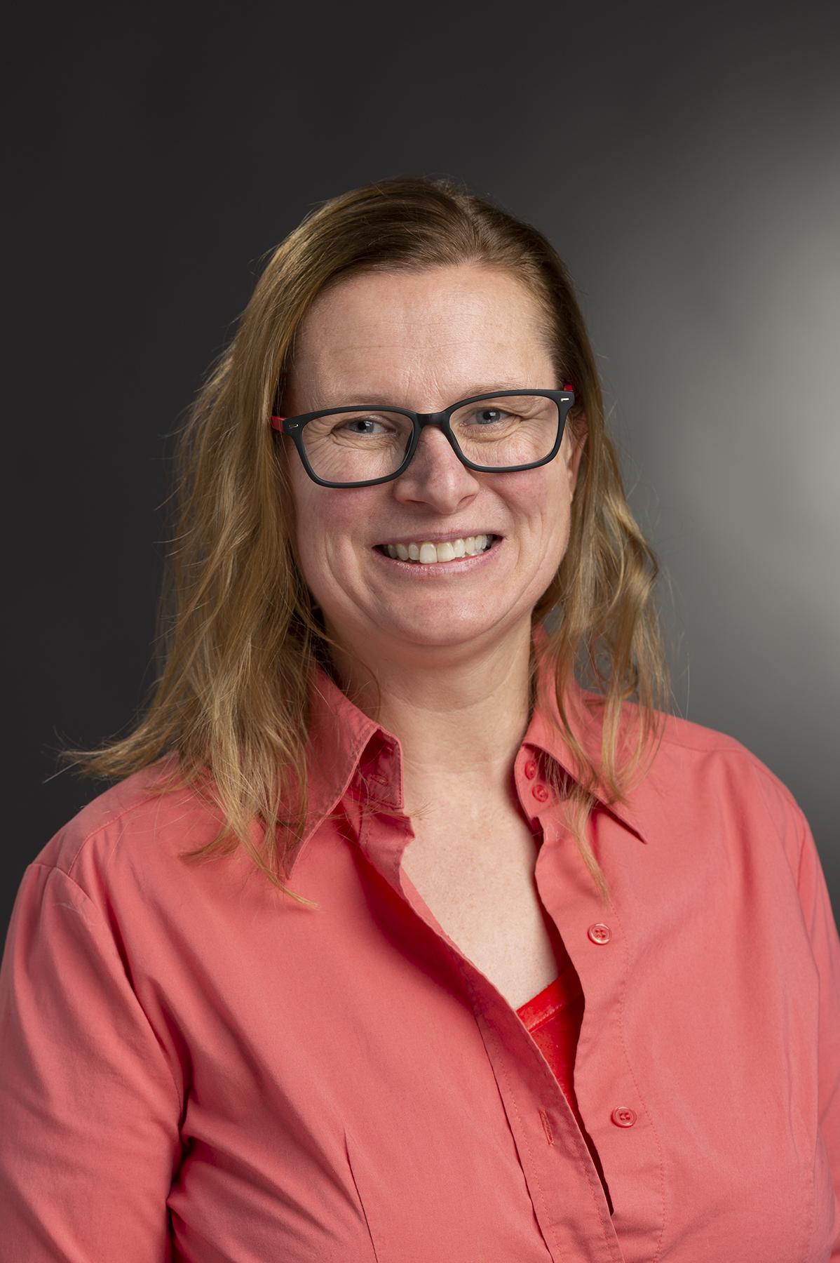 Headshot of Elizabeth Kronfield.