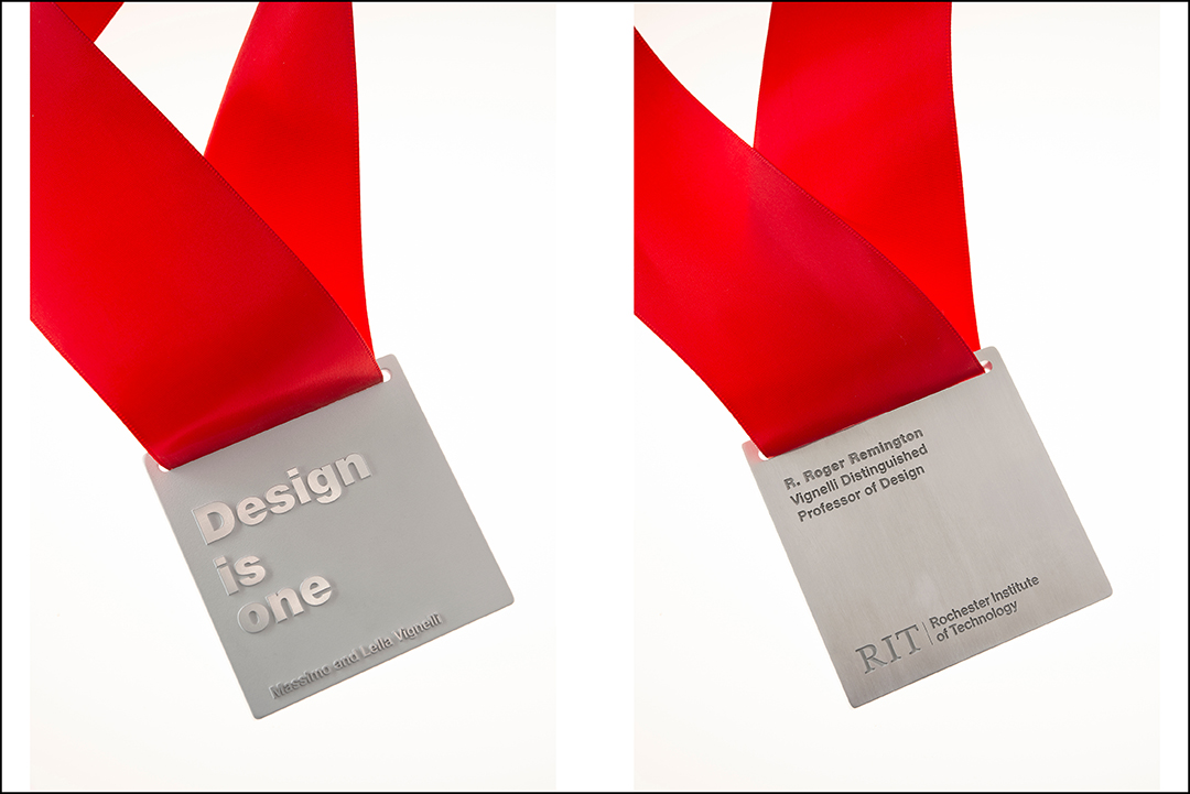 The front and back of the Vignelli medal, side by side.