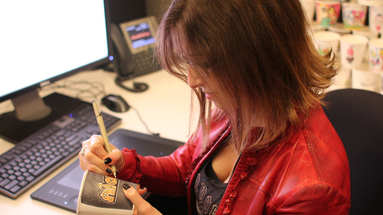 Ilana Schwartz works on a Javadoodle.