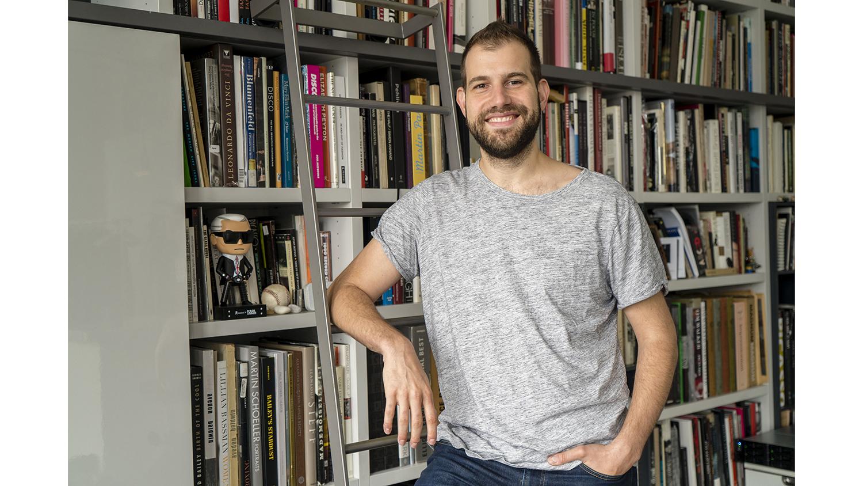 Pari Dukovic poses in his studio
